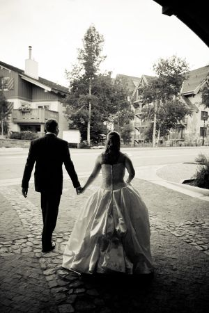 Bride_and_groom_strolling_in_Vail.jpg