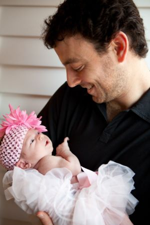 Happy_dad_with_newborn_daughter.jpg