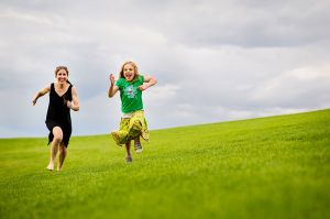 mother_daughter_running_in_Stapleton_park.jpg